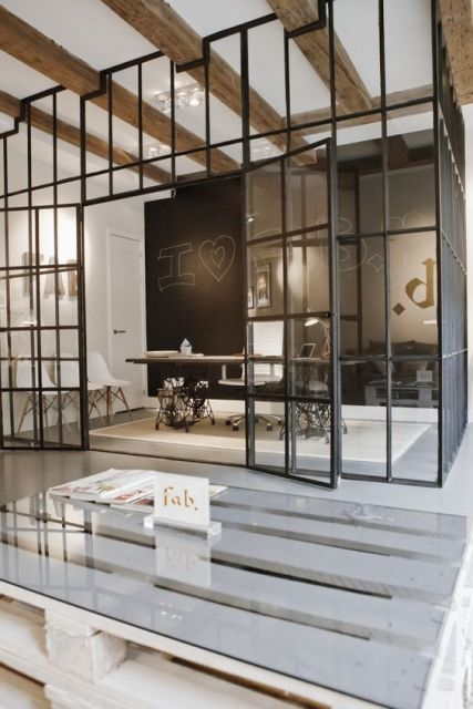 parede de vidro no escritório