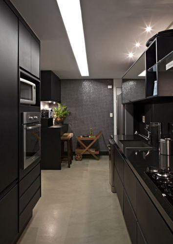 Cozinha corredor preta