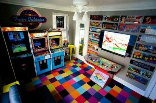 sala de jogos colorida