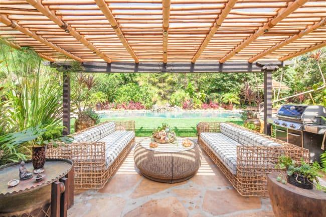 Pergolado de bambu chique e moderno para área de lazer