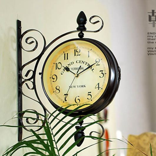 arte em ferro relógio