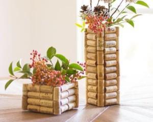 vasos de plantas em artesanato com rolhas