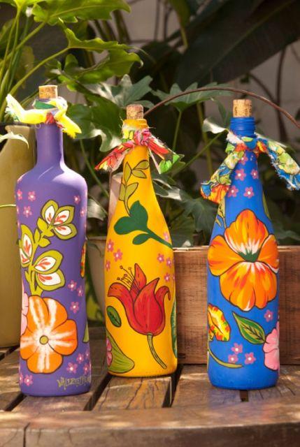 artesanato em garrafa de vidro coloridas