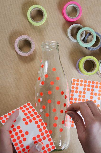 artesanato em garrafa de vidro com adesivos