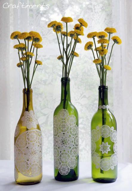 Artesanato com garrafa de vidro para decorar mesas de festas!