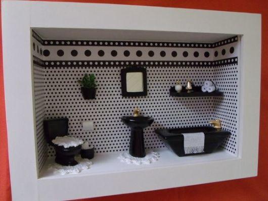 quadrinho preto e branco banheiro