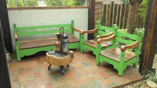 bancos de jardim coloridos