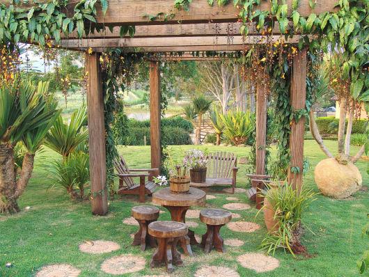 banco de jardim fazer: de madeira, que ficam lindos combinados a móveis com madeira de