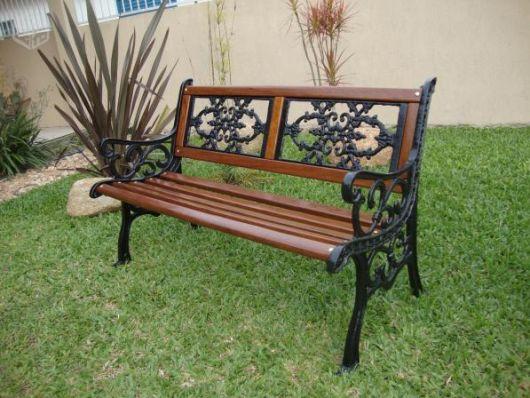 banco de jardim mesa:Vale lembrar que as peças de ferro necessitam de um cuidado maior
