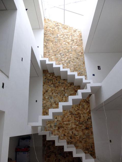 cimento queimado branco na escada