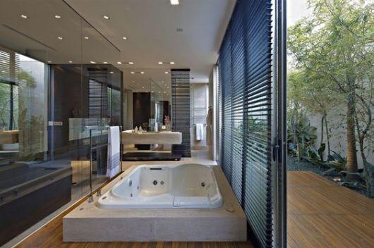closet com banheiro banheira chique