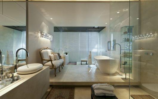 closet com banheiro banheira grande