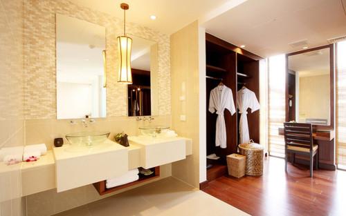 Closet com banheiro Como planejar e 40 fotos inspiradoras -> Closet Com Banheiro Integrado Pequeno
