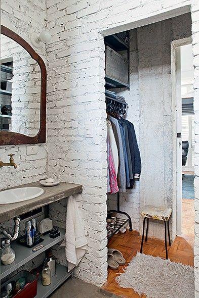 closet com banheiro simples
