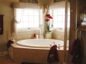cortina para janela de banheiro decoração clean