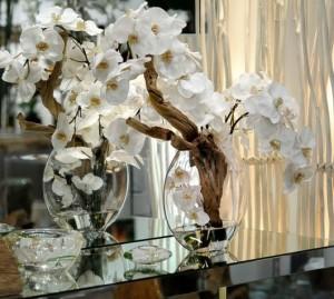 decoração com orquídea em mesa na sala