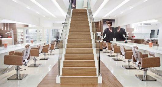 salão com escada