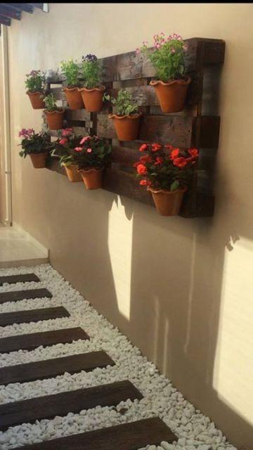 ideias baratas para jardim vertical:Decoração de jardim: 71 ideias incríveis para seu quintal!