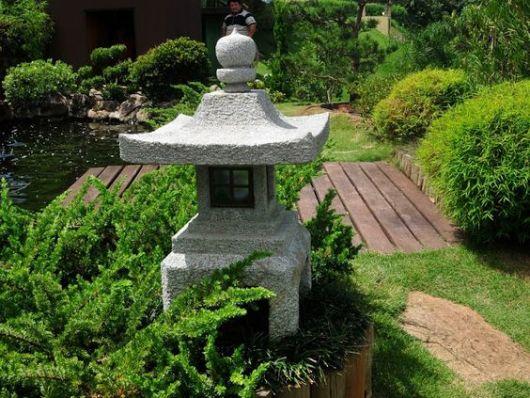 ideias de jardim japones : ideias de jardim japones:ponte de madeira é direcionada para o lago