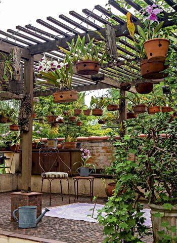 jardim rústico com pergolado