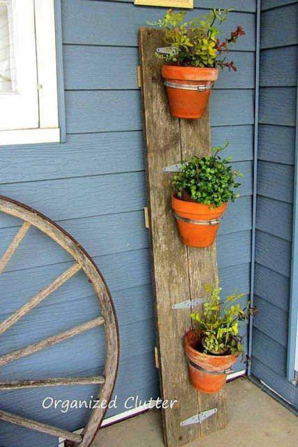 jardim rústico roda de carroça plantas