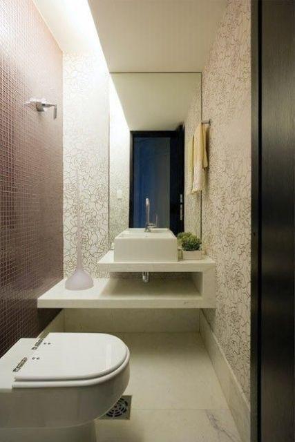 lavabo com pastilha e papel de parede