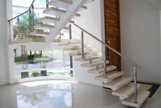 pé direito duplo com escada