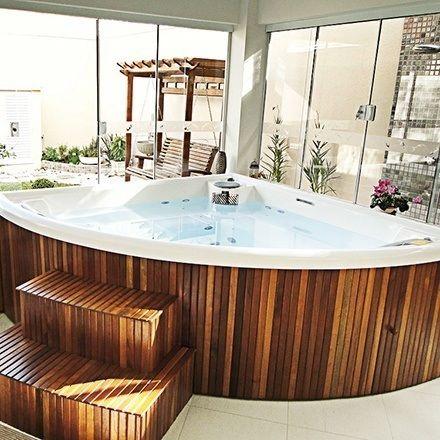 revestimento madeira banheira