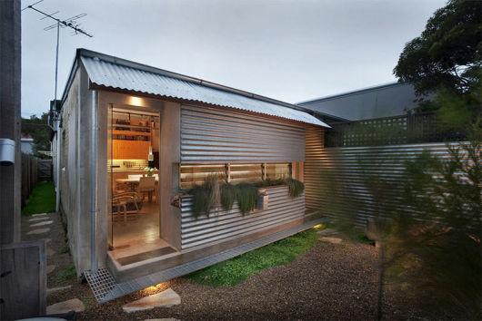 casa com telhado de zinco