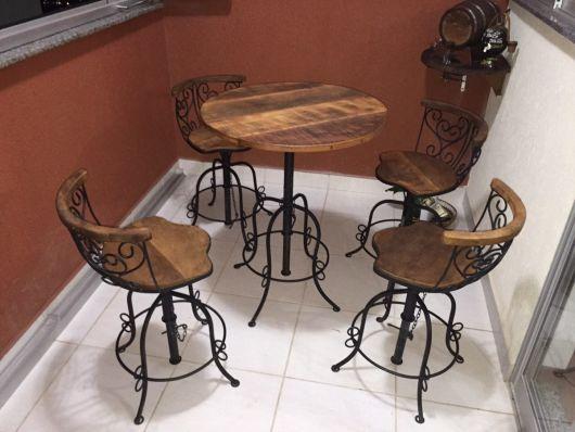 mesa varanda com banquetas