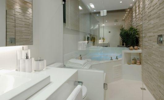 Nanoglass o que é, e 57 inspirações de como usar! -> Banheiro Medio Com Banheira