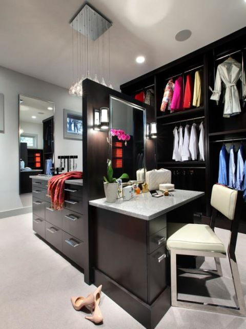 penteadeira moderna no closet