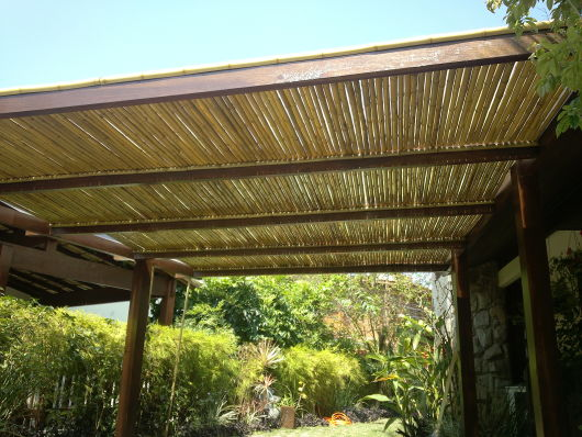 Pergolado de bambu como fazer tratar e 45 ideias lindas - Pergolas de bambu ...