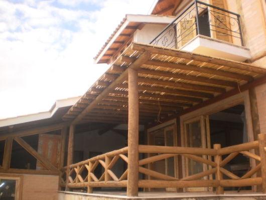 pergolado de bambu cobertura