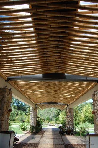 pergolado de bambu corredor