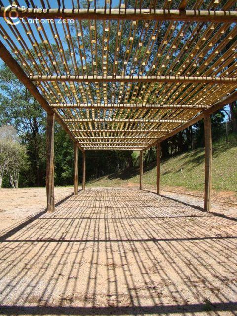 pergolado de bambu montado