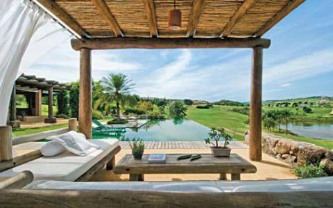 pergolado de bambu piscina