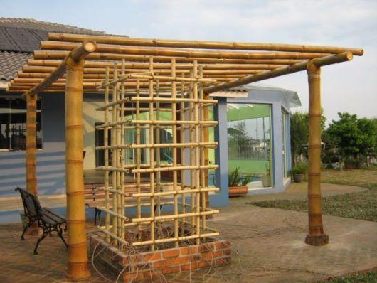pergolado de bambu trepadeira