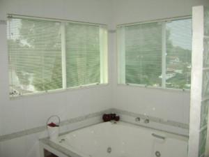 dicas de cortina para janela de banheiro