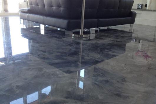 piso imitando mármore cinza
