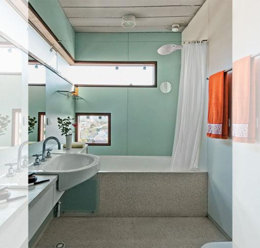 parede colorida banheiro