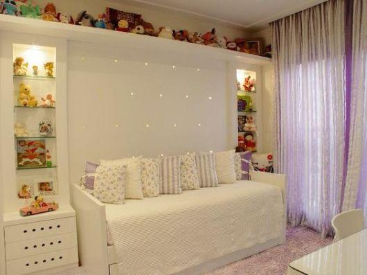 quarto de menina branco e lilás