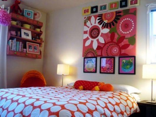 quadros artesanais com tecidos coloridos