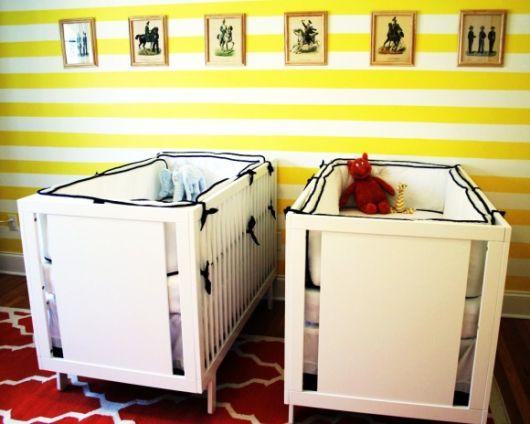quarto de bebê amarelo e branco gêmeos