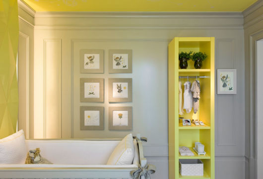 quarto de bebê amarelo e cinza clássico