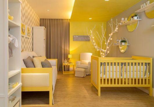 quarto de bebê amarelo e cinza
