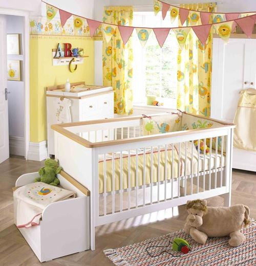 quarto de bebê amarelo e rosa