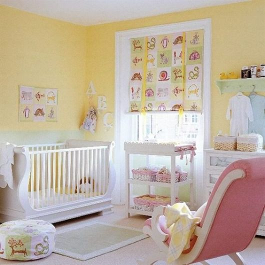quarto de bebê amarelo rosa para menina