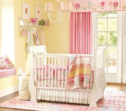 quarto de bebê amarelo rosa
