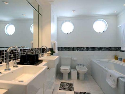 roda meio banheiro pastilhas
